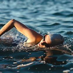 鐵人比賽游泳時,身體失溫怎麼辦?