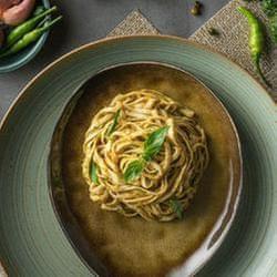吃過都說讚Baan綠咖哩拌麵超好吃